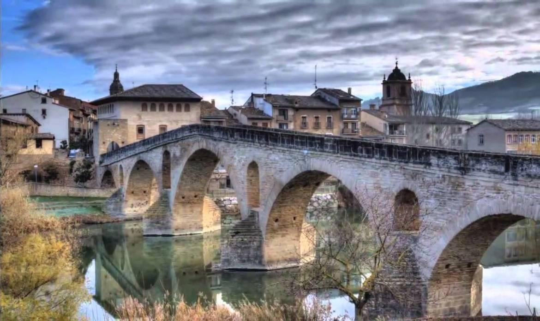 6-Alquiler-Casas-Rurales-grandes-enteras-en-Navarra-www.orbaraetxea.com-Puente-la-Reina.jpg