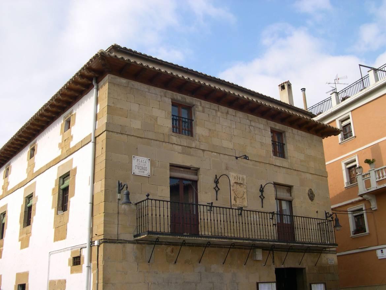 Alquiler casas rurales grandes enteras en navarra orbara etxea - Casas rurales grandes ...